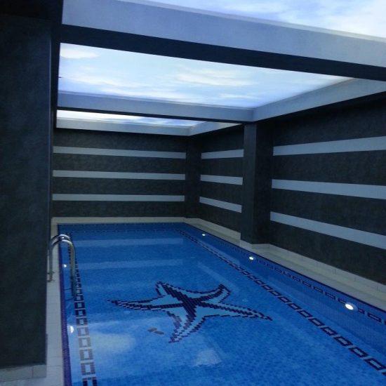 Plafond tendu piscine intérieure