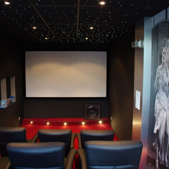 Toile tendue acoustique pour cinéma